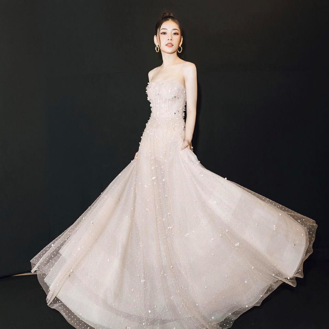 Tốn công thêm thắt, nào ngờ Hoa hậu Mỹ Linh vẫn không tránh khỏi cuộc đụng hàng với Chi Pu - Ảnh 4.