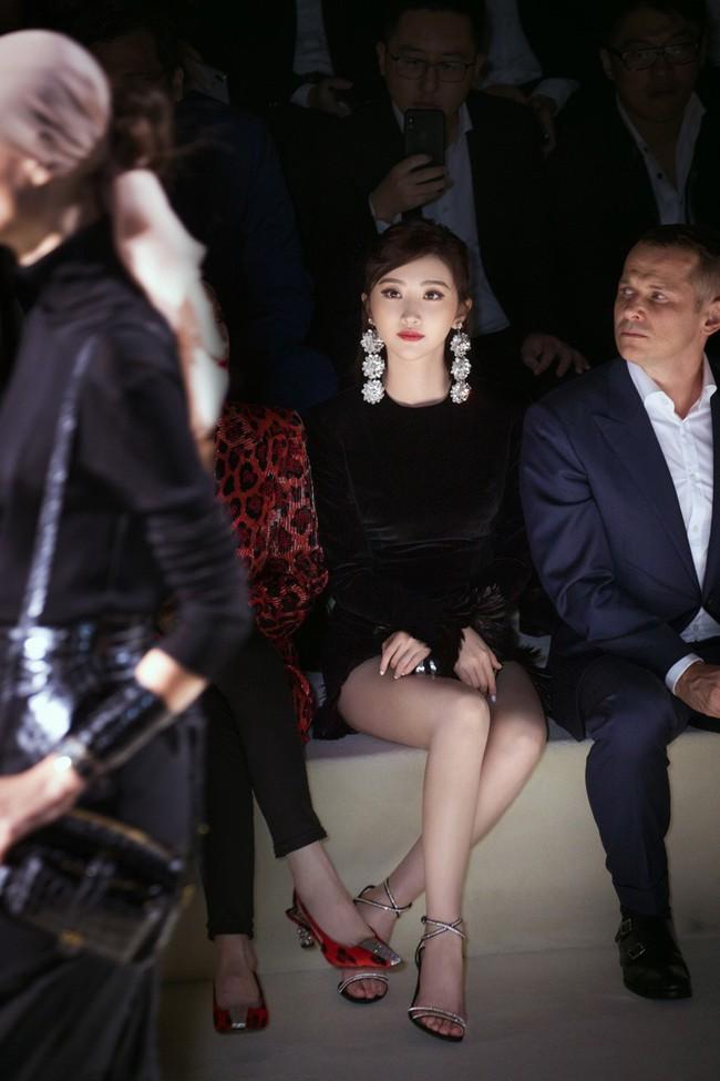 Mặc nguyên cây đồ đen tới dự show Tom Ford, Trương Quân Ninh lấn át cả thiên thần Victorias Secret tại Tuần lễ thời trang New York - Ảnh 11.