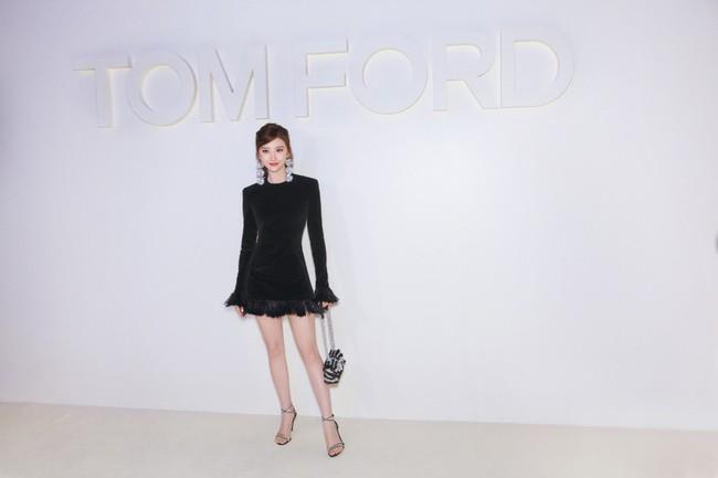 Mặc nguyên cây đồ đen tới dự show Tom Ford, Trương Quân Ninh lấn át cả thiên thần Victorias Secret tại Tuần lễ thời trang New York - Ảnh 12.