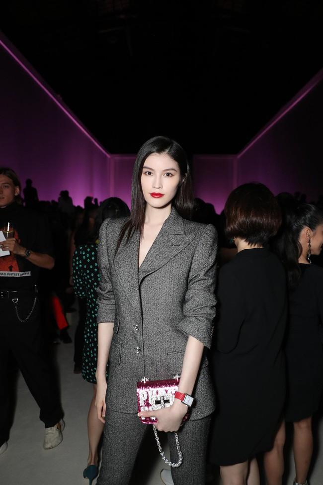 Mặc nguyên cây đồ đen tới dự show Tom Ford, Trương Quân Ninh lấn át cả thiên thần Victorias Secret tại Tuần lễ thời trang New York - Ảnh 6.