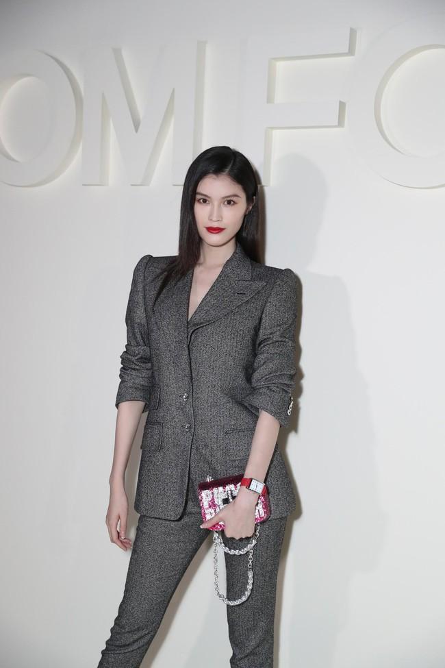 Mặc nguyên cây đồ đen tới dự show Tom Ford, Trương Quân Ninh lấn át cả thiên thần Victorias Secret tại Tuần lễ thời trang New York - Ảnh 7.