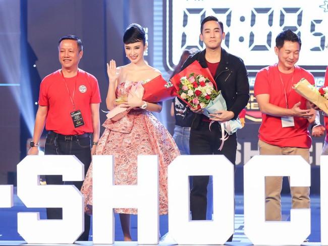 Angela Phương Trinh diện váy khoe vai trần gợi cảm, sánh đôi Hứa Vĩ Văn dự sự kiện - Ảnh 6.