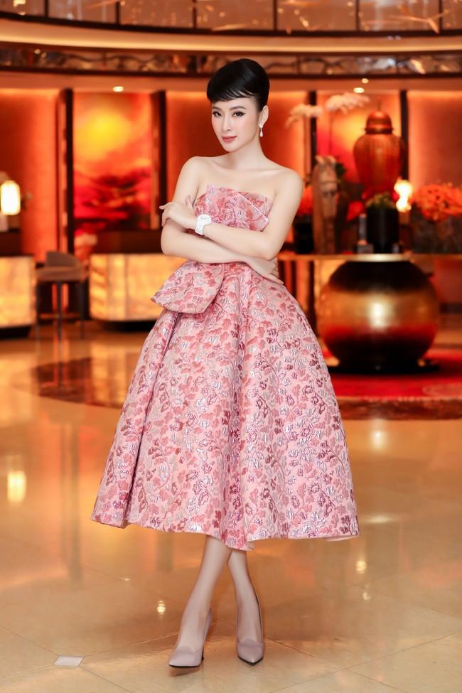 Angela Phương Trinh diện váy khoe vai trần gợi cảm, sánh đôi Hứa Vĩ Văn dự sự kiện - Ảnh 1.