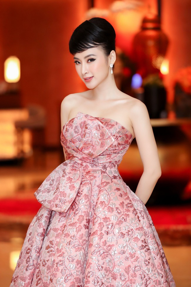 Angela Phương Trinh diện váy khoe vai trần gợi cảm, sánh đôi Hứa Vĩ Văn dự sự kiện - Ảnh 2.