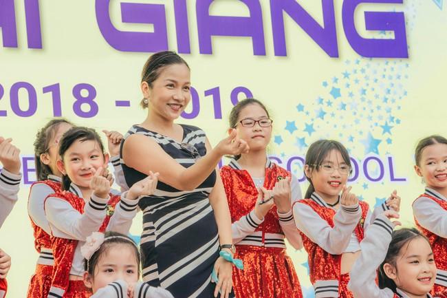 Sau tour diễn cuối cùng trong sự nghiệp, Mỹ Linh hạnh phúc mang âm nhạc tới trường học  - Ảnh 2.