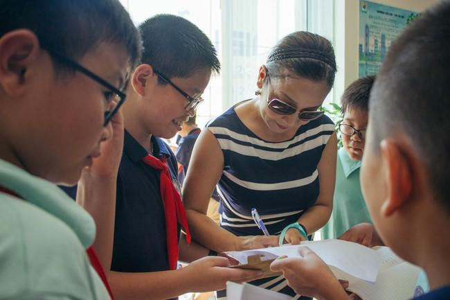Sau tour diễn cuối cùng trong sự nghiệp, Mỹ Linh hạnh phúc mang âm nhạc tới trường học  - Ảnh 4.