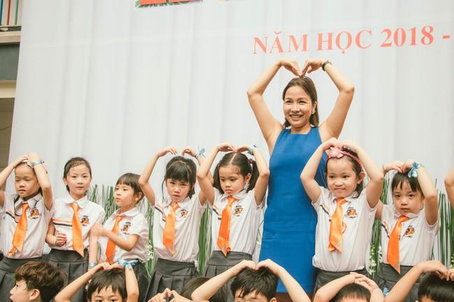 Sau tour diễn cuối cùng trong sự nghiệp, Mỹ Linh hạnh phúc mang âm nhạc tới trường học  - Ảnh 6.
