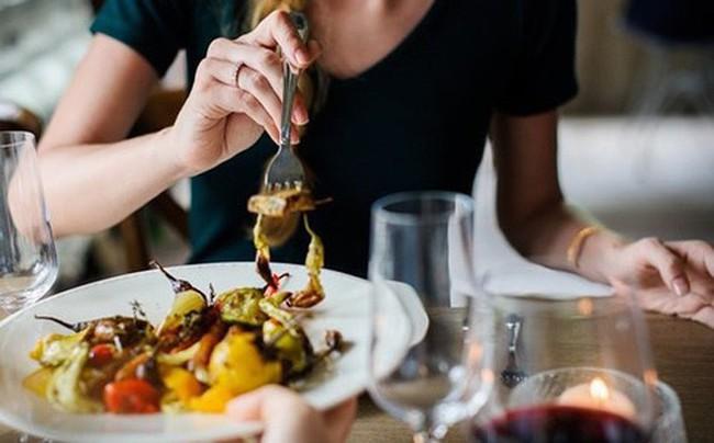 7 thói quen ăn uống dễ gây bệnh ung thư hầu hết ai cũng mắc phải: Ngay từ hôm nay, hãy tránh xa còn kịp! - Ảnh 1.