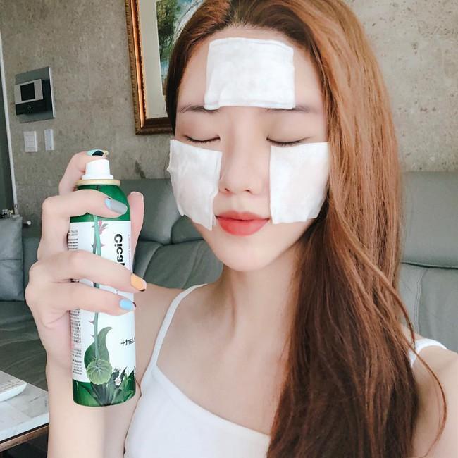 Thời tiết thất thường, để da không bị khô hanh bong tróc thì bạn đừng bỏ qua 5 lời khuyên từ chuyên gia da liễu - Ảnh 2.