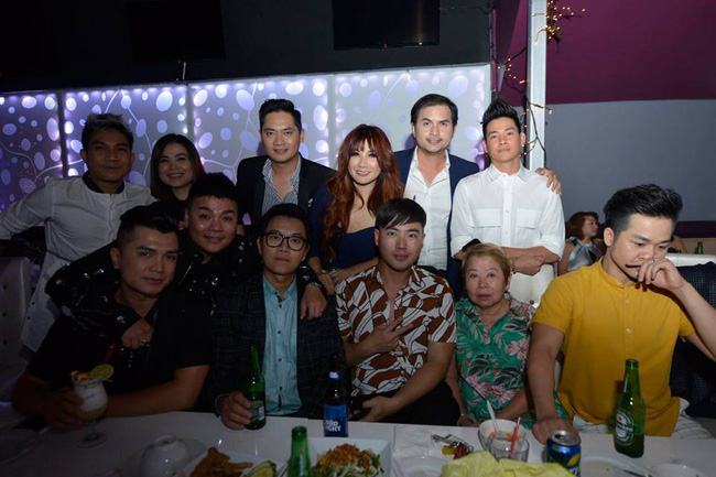 Phùng Ngọc Huy bất ngờ xuất hiện trong đêm nhạc ủng hộ Mai Phương tại Mỹ - Ảnh 1.