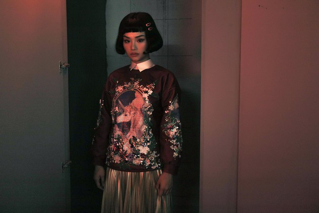 Bà nội Miu Lê hóa thân thành ma xẻng khiến khán giả không hiểu đang đóng MV hay phim kinh dị - Ảnh 7.