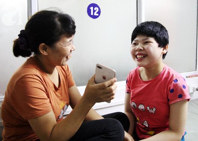 Bé gái 10 tuổi bại não thích nghe nhạc vàng và chuyện chưa kể về nụ cười sau những tiếng thét vang trời   - Ảnh 5.