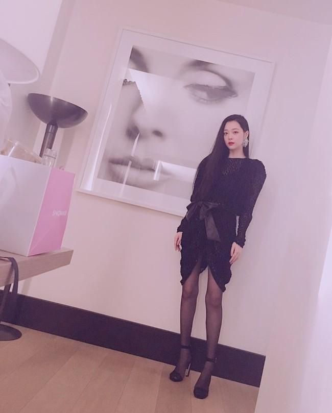 Hiếm khi Sulli kín cổng cao tường, netizen không chê mà còn đồng loạt khen ngợi cô xứng với đẳng cấp nữ thần - Ảnh 1.