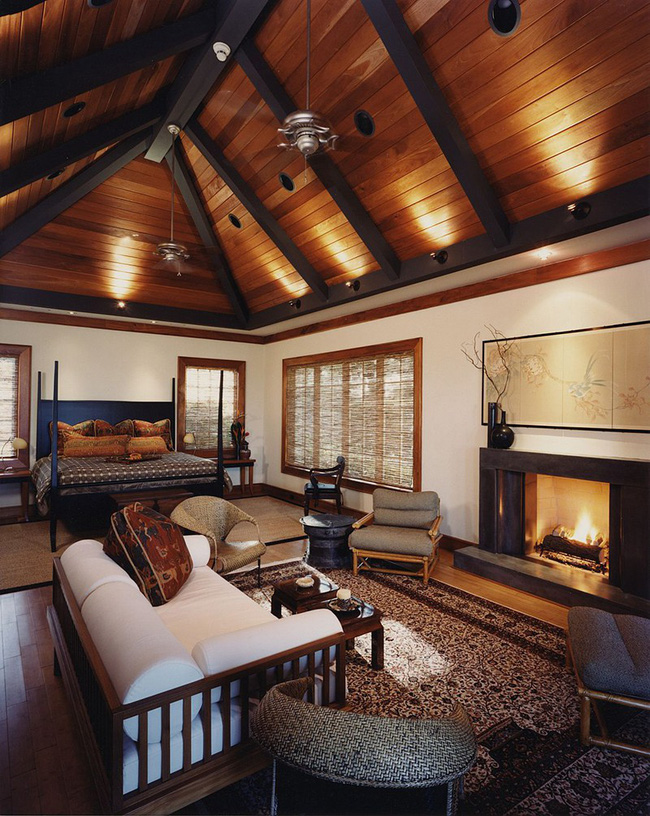 Phòng ngủ ấm cúng vào mùa đông, mát mẻ khi vào hè với trần nhà bằng gỗ tự nhiên - Ảnh 1.