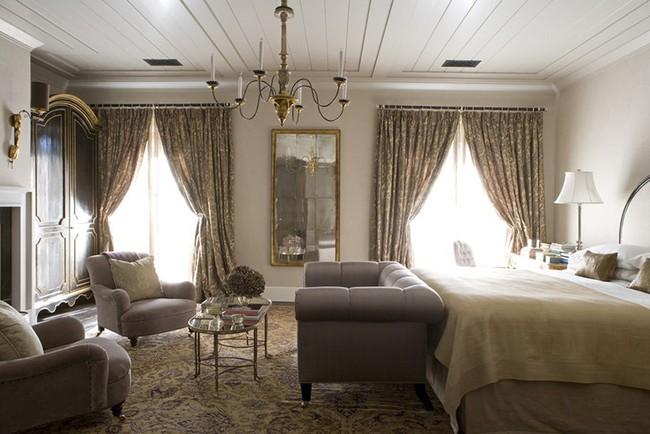 Phòng ngủ ấm cúng vào mùa đông, mát mẻ khi vào hè với trần nhà bằng gỗ tự nhiên - Ảnh 2.