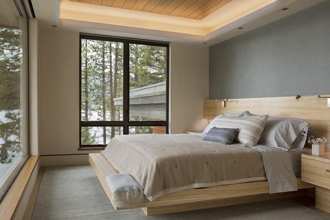 Phòng ngủ ấm cúng vào mùa đông, mát mẻ khi vào hè với trần nhà bằng gỗ tự nhiên - Ảnh 8.