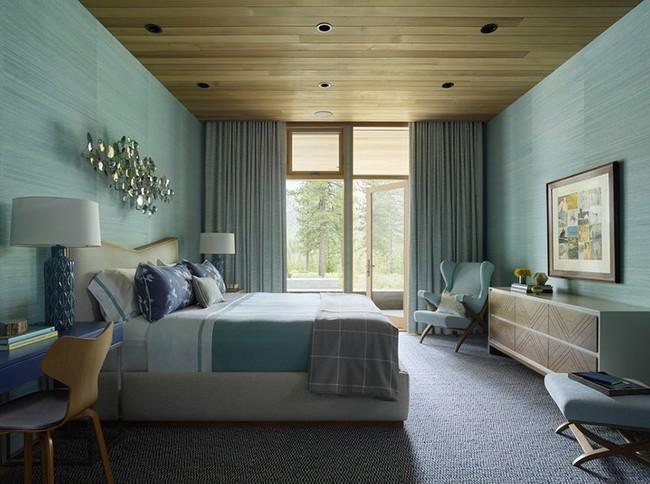 Phòng ngủ ấm cúng vào mùa đông, mát mẻ khi vào hè với trần nhà bằng gỗ tự nhiên - Ảnh 9.