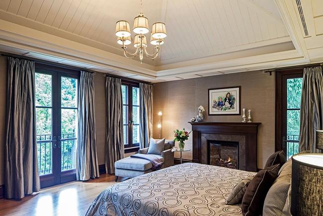 Phòng ngủ ấm cúng vào mùa đông, mát mẻ khi vào hè với trần nhà bằng gỗ tự nhiên - Ảnh 12.