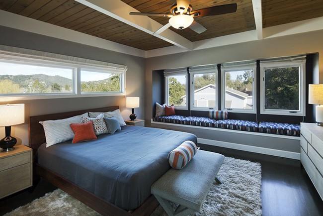 Phòng ngủ ấm cúng vào mùa đông, mát mẻ khi vào hè với trần nhà bằng gỗ tự nhiên - Ảnh 18.