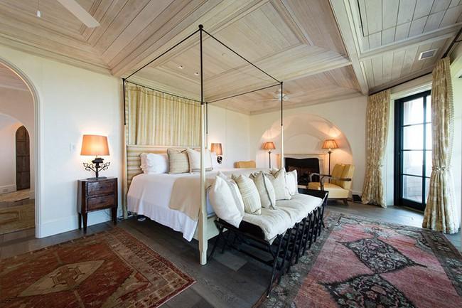 Phòng ngủ ấm cúng vào mùa đông, mát mẻ khi vào hè với trần nhà bằng gỗ tự nhiên - Ảnh 19.