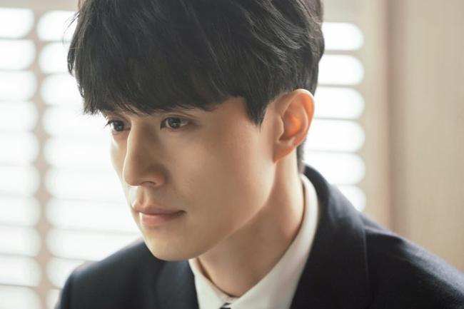 Chán hóa thân thành thần chết, bác sĩ, Lee Dong Wook tiếp tục đốn tim fan bằng hình tượng luật sư - Ảnh 1.