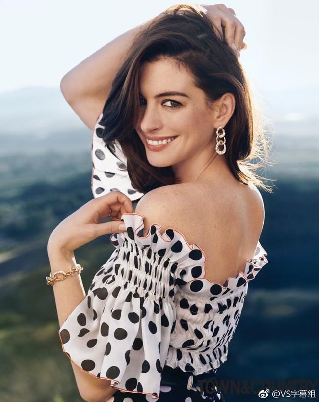 Lại một lần nữa, Anne Hathaway khiến dân tình đứng tim với khí chất như nữ hoàng khi xuất hiện trên tạp chí - Ảnh 3.