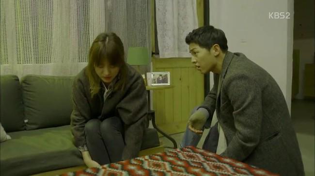 Cảnh Song Hye Kyo say xỉn trong Encounter gợi nhớ bác sĩ Kang của Hậu duệ mặt trời - Ảnh 6.