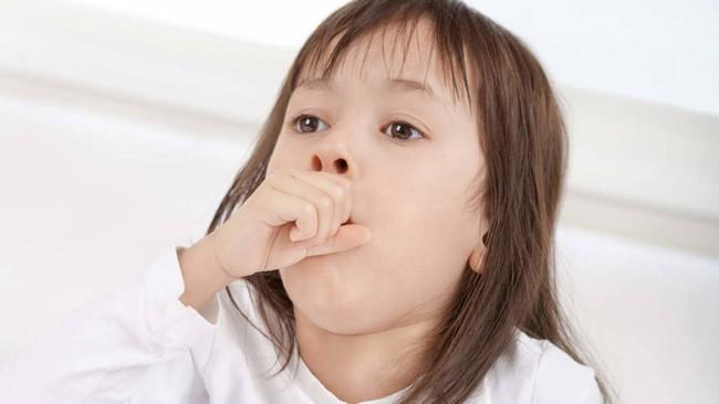 Thời tiết lạnh giá trẻ thường bị ho và đây là cách giúp cha mẹ nhận biết liệu con mình có bị ho nặng không? - Ảnh 1.