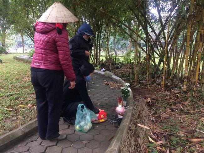 Cô gái bán khỏa thân tử vong trong vườn hoa ở Hà Nội bị AIDS giai đoạn cuối - Ảnh 1.