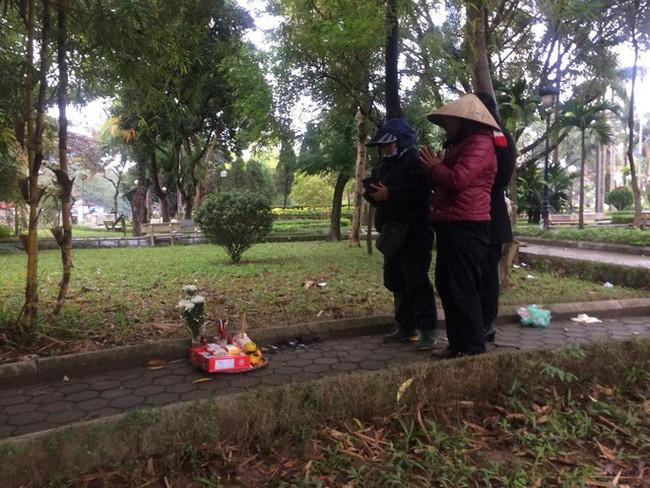 Cô gái bán khỏa thân tử vong trong vườn hoa ở Hà Nội bị AIDS giai đoạn cuối - Ảnh 2.
