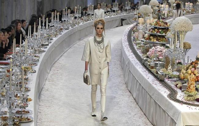 Thưởng lãm show của Lý Quí Khánh lại càng xuýt xoa trước bữa tiệc xa hoa 8 năm trước của Chanel - Ảnh 5.