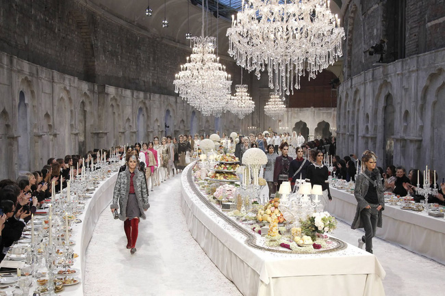 Thưởng lãm show của Lý Quí Khánh lại càng xuýt xoa trước bữa tiệc xa hoa 8 năm trước của Chanel - Ảnh 6.