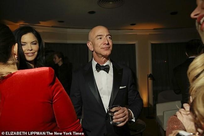 Vụ ngoại tình rúng động khiến tỷ phú Amazon Jeff Bezos ly hôn - Ảnh 1.