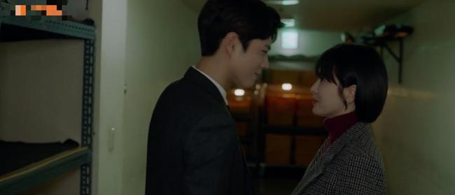 Công khai hôn nhau ở Cuba nhưng Song Hye Kyo và phi công trẻ lại phải lén lút hẹn hò ở công ty thế này - Ảnh 1.