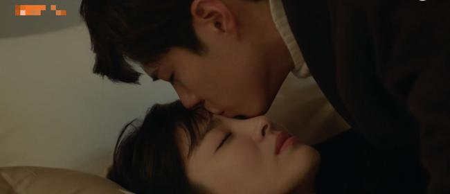 Cảnh Song Hye Kyo say xỉn trong Encounter gợi nhớ bác sĩ Kang của Hậu duệ mặt trời - Ảnh 12.