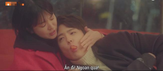 Cảnh Song Hye Kyo say xỉn trong Encounter gợi nhớ bác sĩ Kang của Hậu duệ mặt trời - Ảnh 8.