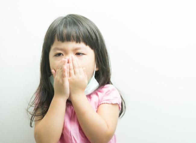 Thời tiết lạnh giá trẻ thường bị ho và đây là cách giúp cha mẹ nhận biết liệu con mình có bị ho nặng không? - Ảnh 2.