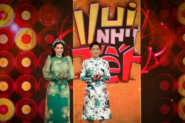 Bộ đôi Hồ Ngọc Hà - Trấn Thành trở lại, mặc áo dài rực rỡ dẫn chương trình Tết - Ảnh 2.