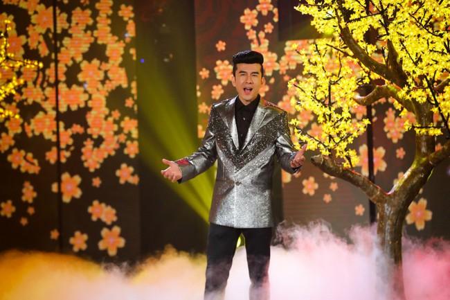 Bộ đôi Hồ Ngọc Hà - Trấn Thành trở lại, mặc áo dài rực rỡ dẫn chương trình Tết - Ảnh 5.