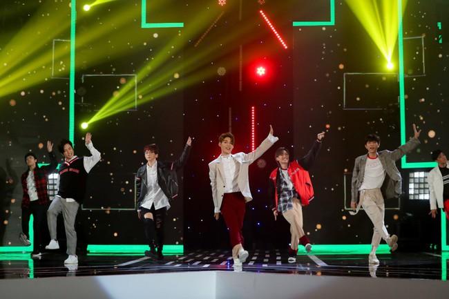 Bộ đôi Hồ Ngọc Hà - Trấn Thành trở lại, mặc áo dài rực rỡ dẫn chương trình Tết - Ảnh 8.