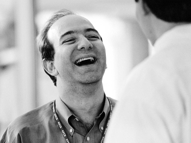 Tuổi thơ dữ dội của Jeff Bezos: Họ Bezos là của cha dượng, cha đẻ biệt tích mấy chục năm mới gặp lại - Ảnh 1.