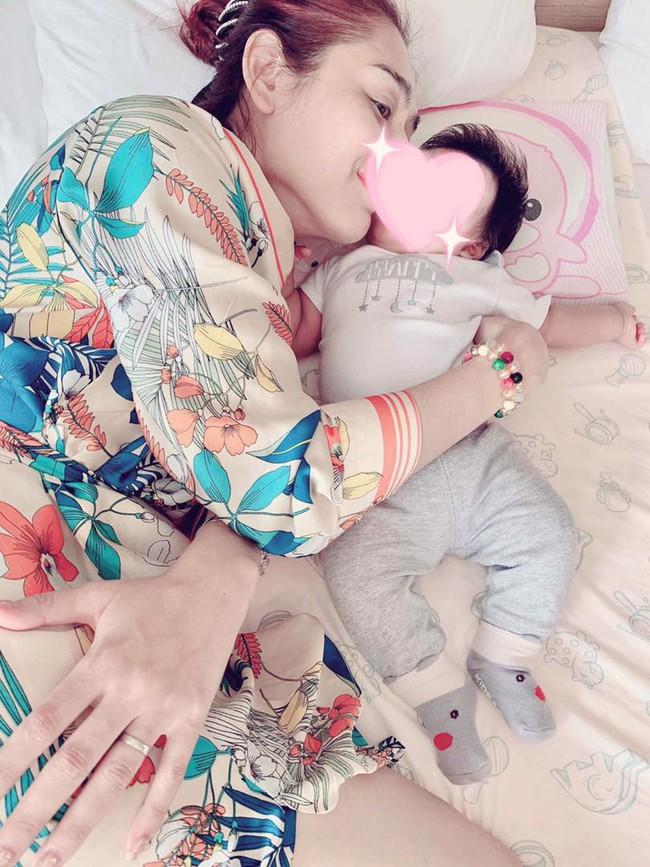 Lâm Khánh Chi chia sẻ ảnh con trai đầu lòng sau 1 năm kết hôn, nghẹn ngào trong lần đầu làm mẹ  - Ảnh 2.