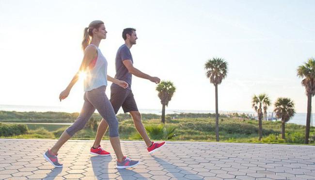 Sự khác biệt lớn giữa người đi bộ và không đi sau 10 năm: Toàn bộ cơ thể đều thay đổi - Ảnh 2.