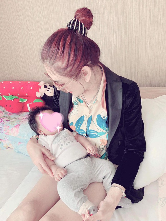 Lâm Khánh Chi chia sẻ ảnh con trai đầu lòng sau 1 năm kết hôn, nghẹn ngào trong lần đầu làm mẹ  - Ảnh 3.