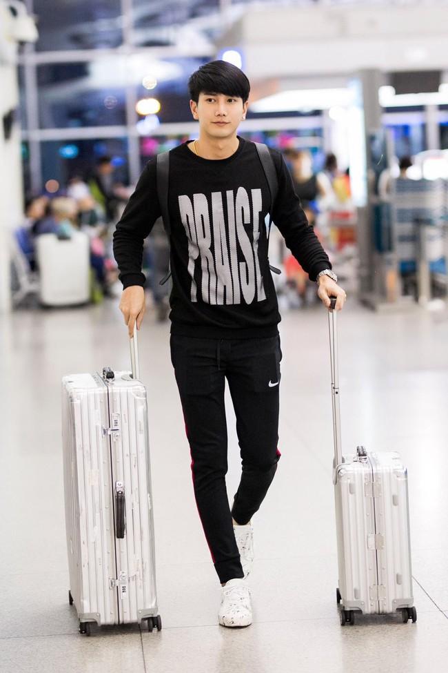 Ngọc Trinh gợi cảm với váy bó sát, Quỳnh Thư diện đồ cá tính lên đường dự Tuần lễ thời trang Milan - Ảnh 7.