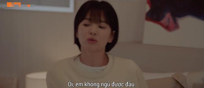Lần đầu ngủ chung giường với phi công trẻ, Song Hye Kyo đã biểu cảm thế này - Ảnh 4.