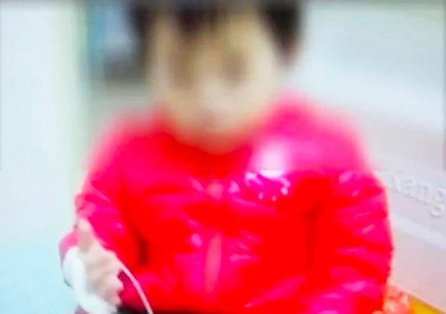 Bé gái 2 tuổi bị sỏi thận do mẹ thường làm một việc mà ai cũng tin rằng tốt cho trẻ con lẫn người lớn - Ảnh 2.
