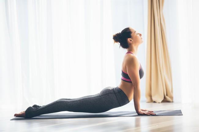Những tư thế yoga tăng cường đốt cháy calo trong quá trình tập luyện - Ảnh 3.