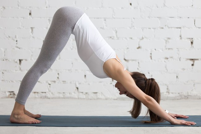 Những tư thế yoga tăng cường đốt cháy calo trong quá trình tập luyện - Ảnh 6.