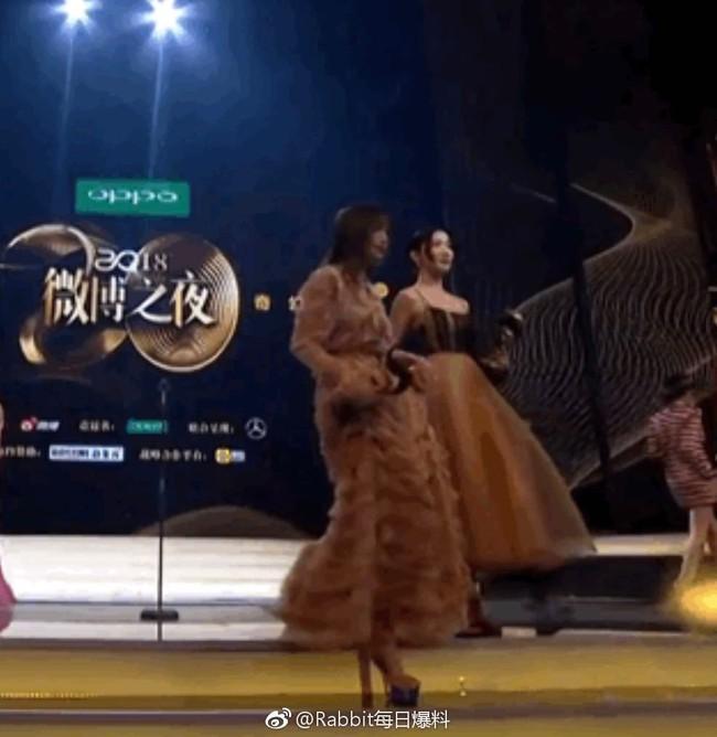 Câu hỏi lớn nhất sự kiện Đêm Weibo 2018: Đôi giày cao gót của Tần Lam cao bao nhiêu cm? - Ảnh 7.